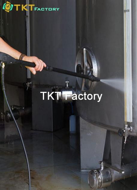 dịch vụ vệ sinh nhà máy ở Bình Dương làm sạch thiết bị TKT Factory