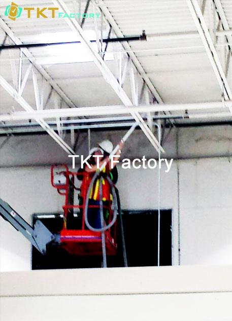dịch vụ vệ sinh nhà xưởng ở trên cao hút bụi thanh đà TKT Factory