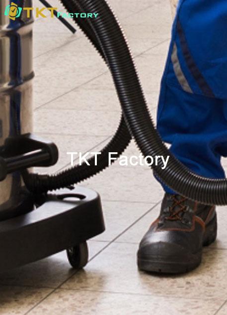 làm sạch sàn nhà xưởng với máy hút bụi nước công nghiệp TKT Factory