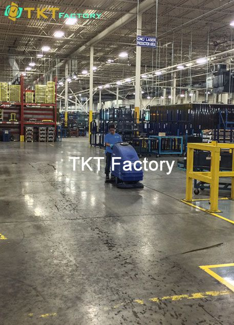 làm sạch sàn nhà xưởng với máy chà sàn TKT Factory