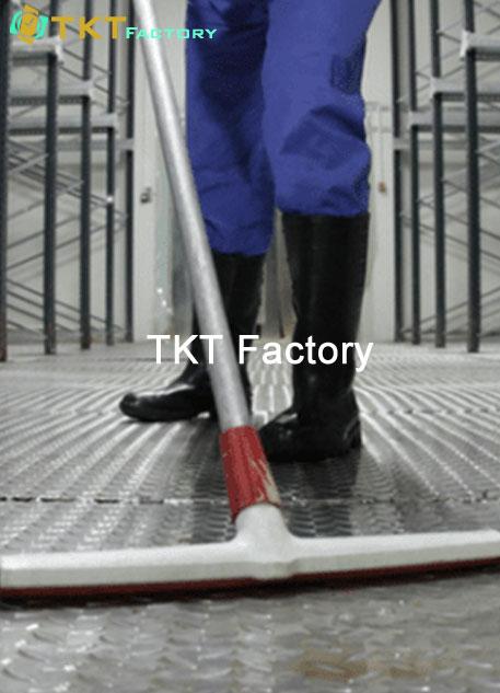 lau sạch sàn nhà xưởng TKT Factory