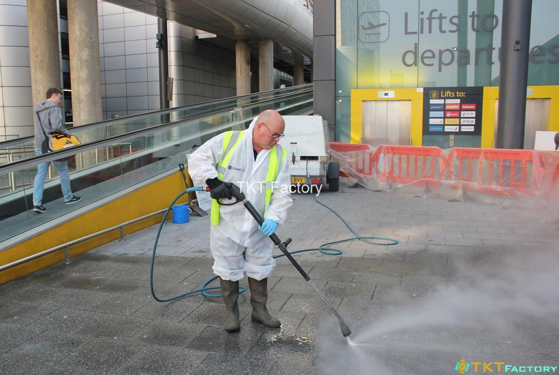 vệ sinh sàn nhà xưởng sử dụng máy phun rửa áp lực cao
