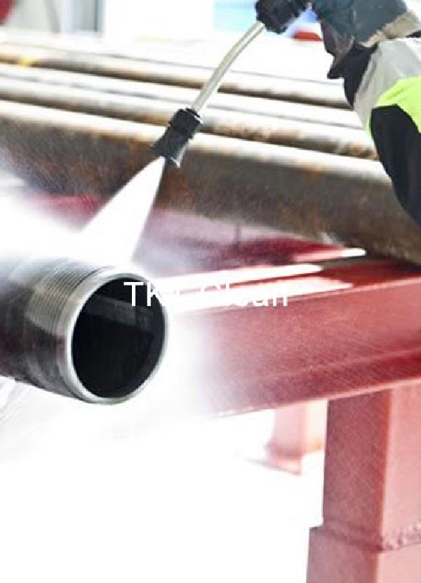 Thiết bị chuyên dụng được dùng để vệ sinh nhà xưởng